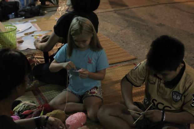 9เด็กๆและเยาวชนร่วมกิจกรรมการทำตุงใยแมงมุม
