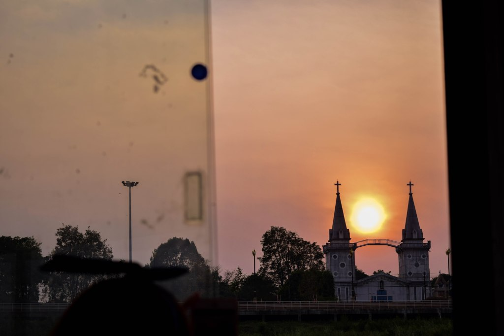 พระอาทิตย์ตกดินที่ฝั่งไทย